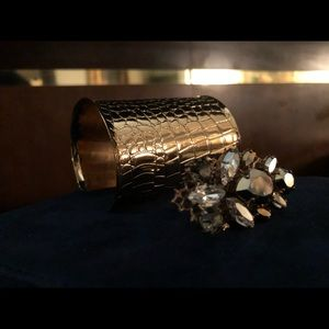 Jewelry - Bling bling hammered cuff & crystal ring set